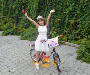 Заквітчані та у сукнях: У Франківську пройшов дев'ятий дівочий велопарад