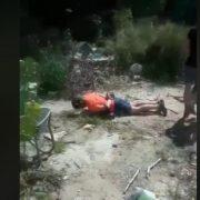 Тягнув у лігво: посеред міста педофіл напав на дівчинку, батько дитини був не проти (відео)