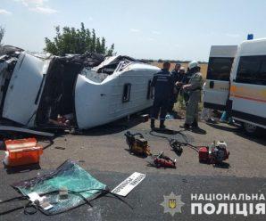 Через зіткнення мікроавтобусів загинула людина, ще 15 постраждали (фото, відео)