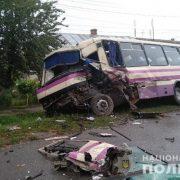 Моторошна ДТП за участю рейсового автобуса та вантажівки, є постраждалі (фото)