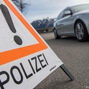 Прикинулися поліцейськими: українських заробітчан пограбували та переїхали автомобілем в Німеччині