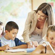 Освітяни обурені – мінфін пропонує звільнити кожного десятого вчителя, а тоді підвищити зарплати
