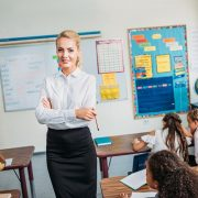 В Україні підвищать зарплати вчителям: кому не пощастить