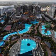 У шикарному готелі в Туреччині сталося масове отруєння туристів: серед постраждалих – українці, також є загиблі