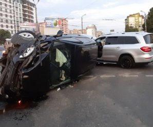 """У Франківську серйозна ДТП біля """"Велесу"""" – позашляховики розбилися вщент. ФОТО"""