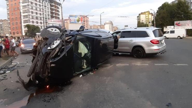 """Результат пошуку зображень за запитом """"Аварія сталася на перехресті Вовчинецької і Івасюка біля ТЦ """"Велес""""."""""""