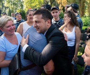 Запросили на весілля: Зеленський провів зустріч із звільненими моряками (фото)