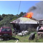 На Прикарпатті активісту, котрий виступає проти незаконної вирубки лісів, спалили будинок (ВІДЕО)