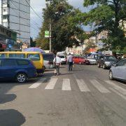 Калушани щодня порушують правила дорожнього руху на вулиці Дзвонарська. ФОТО