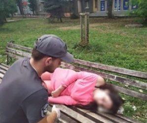У Франківську поблизу вокзалу муніципали виявили непритомну жінку. ФОТО