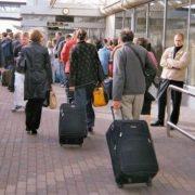 Українці тікають за кордон швидкими темпами: скільки мільйонів перетнули кордон за півроку