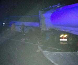 """Вантажівка протаранила автобус з людьми """"Житомир-Яремча"""",: 9 загиблих та багато важко травмованих (фото)"""