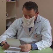 Померти під лікарнею? Медики Івано-Франківської ОДКЛ відмовилися допомогти людині під час приступу на вулиці (відео)