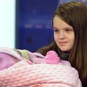 Стала мамою в 13 років: Історія школярки вразила Україну