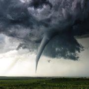 Небезпечне явище: на Прикарпатті зафіксували формування торнадо (відео)
