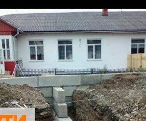 Понад 400 дітей змушені навчатись в аварійній школі на Надвірнянщині. ВІДЕО