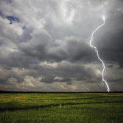 Штормове попередження на Прикарпатті – можуть відключити електроенергію