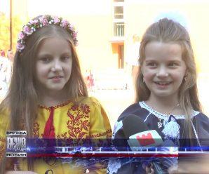 Замість квітів: у франківській 7-й школі на Перший дзвоник принесли допомогу для хворих дітей