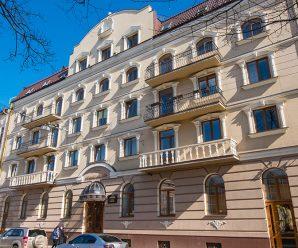 """Відомий блогер намагався """"розвести"""" на гроші франківський готель """"Станіславів"""", – адміністрація закладу (аудіо)"""