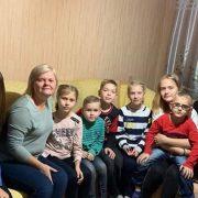 Багатодітна сім'я переселенців шукає квартиру