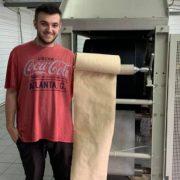Папір з листя, який придумав молодий українець, пройшов випробування обладнанням (ФОТО)