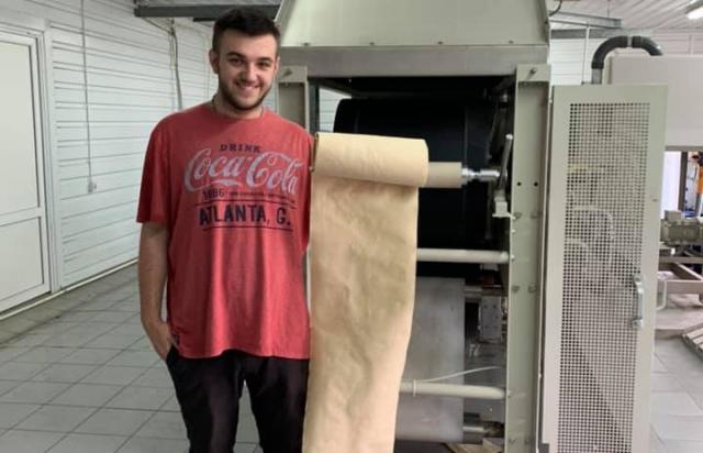 Папір з листя, який придумав молодий закарпатець, пройшов випробування обладнанням (ФОТО)