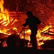 На Тернопільщині троє дітей мало не згоріли живцем, бо нудьгуючи, підпалили м'яку іграшку