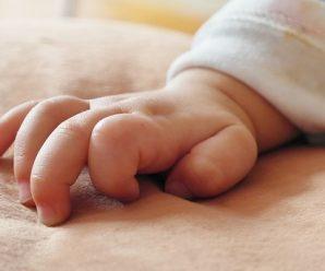 Для хлопчика, мати якого померла під час пологів у Франківську, збирають кошти