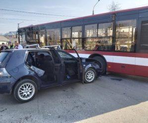 Є постраждалі: стали відомі деталі ДТП, де зіткнулись автівка та автобус. ФОТО