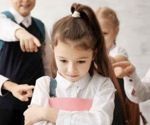 """""""Вони змушували мене роздягатися"""": 12-річна дівчинка піддалася жорстокому цькуванню однокласників. Рідна мати не змогла мовчати"""