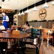 У Франківську жінка скаржиться на роботу відомого кафе