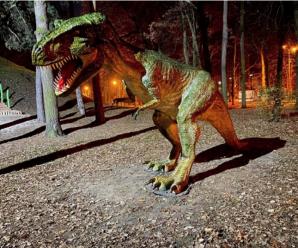 З'явилось фото вандалів, котрі понищили скульптуру динозавра у міському парку (ФОТО)