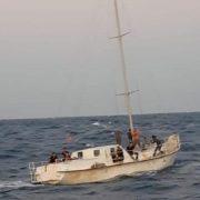 Біля берегів Італії затримали яхту з нелегалами та українським екіпажем