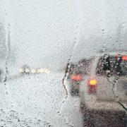 Туман, дощ та мокрий сніг: українців попередили про погіршення погоди