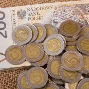 У Польщі українці вимагали у чоловіка гроші, забрали телефон та банківські картки