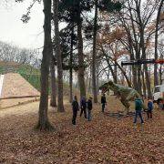 У парку Франківська оселяться динозаври. Першого вже встановили(ФОТО)