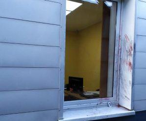 Зв'язали охоронця: на Прикарпатті невідомі пограбували завод (фото)