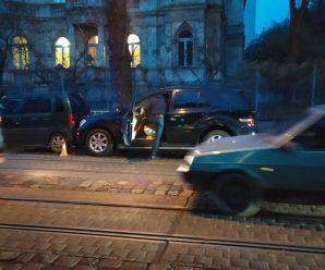 Стало зле: вагітна жінка раптово померла за кермом автомобіля(ФОТО)