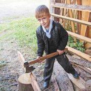 У сім років рубає дрова. Вражаючі будні дітей у Карпатах