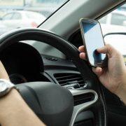 Нова система автофіксації порушень: українські водії отримуватимуть на телефон смс про перевищення швидкості