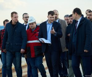 Як у Франківську міністр інфраструктури оглядав будівництво нового моста (фото)
