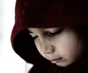 Виховували дитину: Подружжя катувало сина розпеченою ложкою