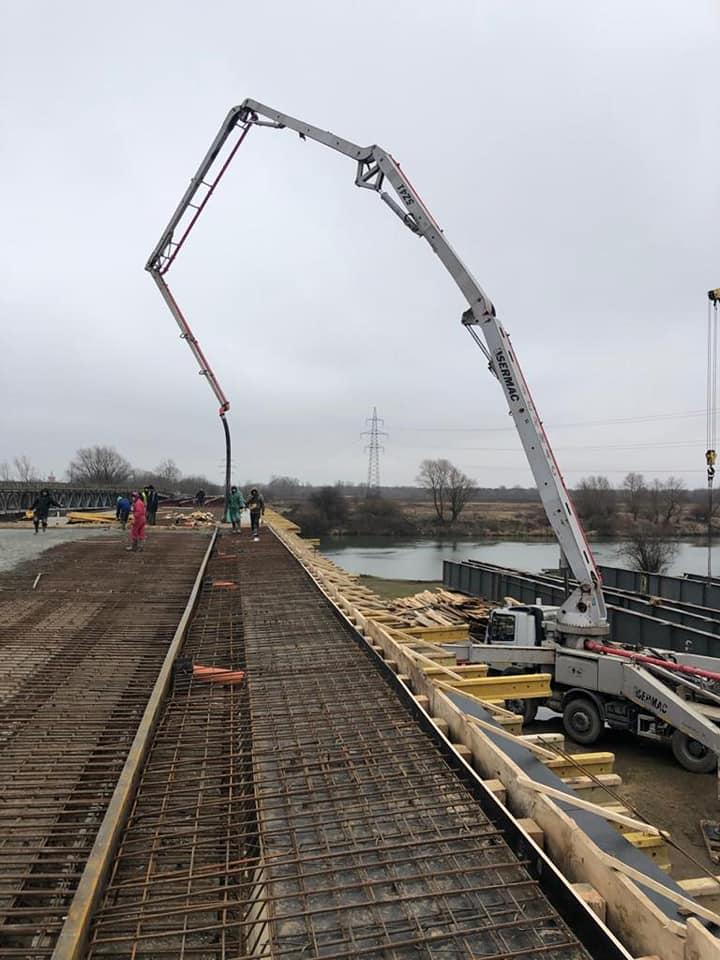 На мості через Дністер, який будують 25 років, розпочали бетонні роботи 1