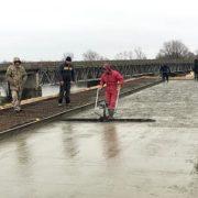 На мості через Дністер, який будують 25 років, розпочали бетонні роботи
