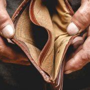 """""""Боротьба з бідністю"""": уряд схвалив законопроект, який дозволить підвищити прожитковий мінімум"""