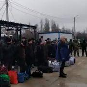 """""""Віримо президенту"""": звільнений з полону українець виголосив емоційну промову (відео)"""