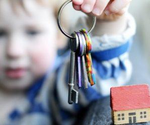 У Франківську рятувальники визволяли з квартирного полону двох дітей