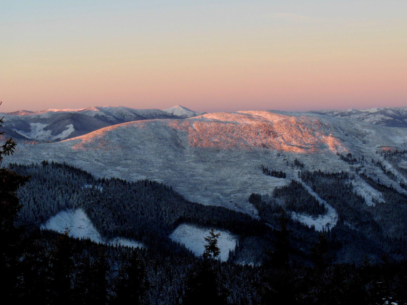 Франківець пішов у похід на милицях заради неймовірних фото зимових Карпат 15