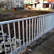 Замість аварійних. На мості у Калуші встановили нові перила. ФОТО