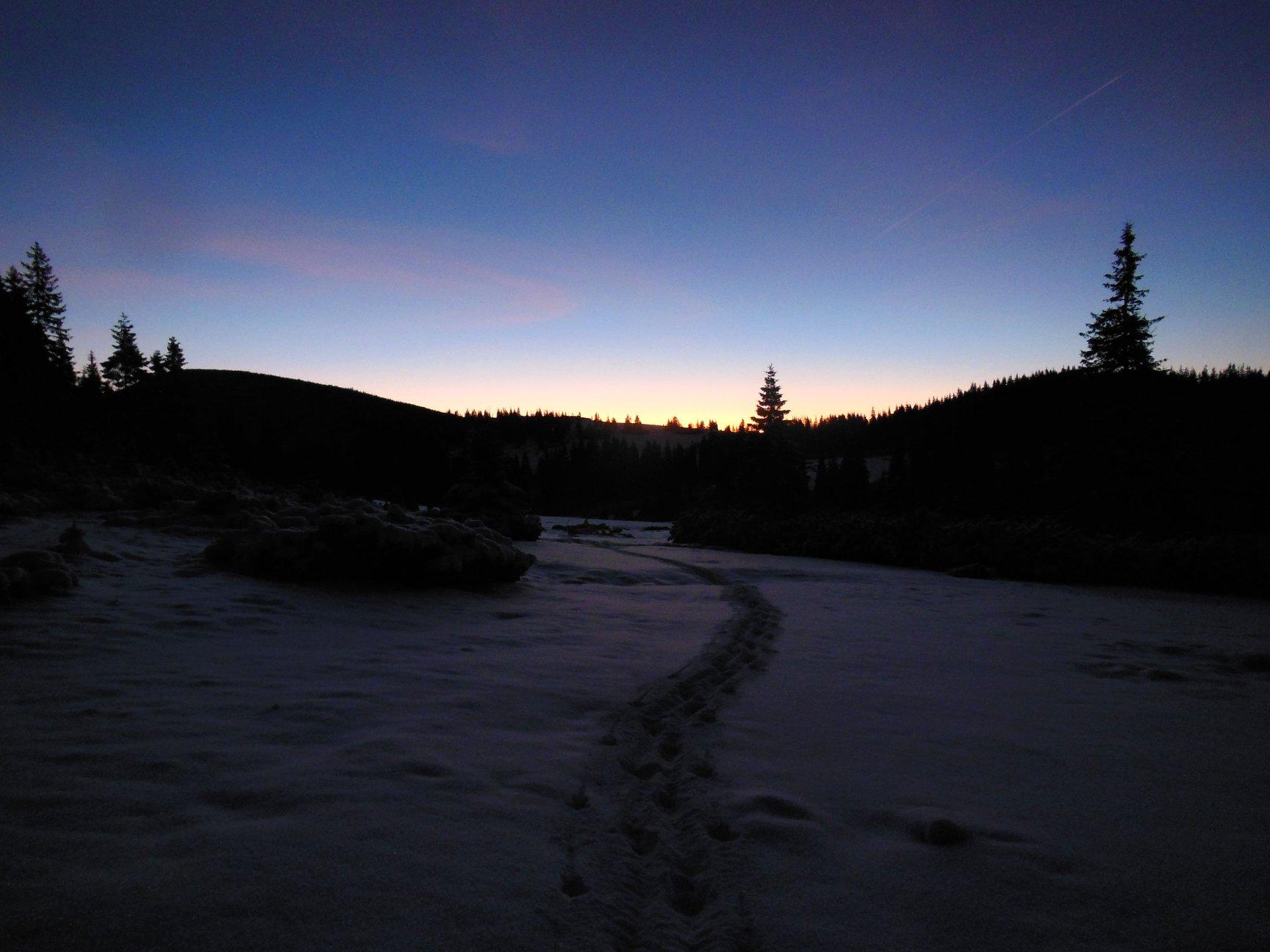 Франківець пішов у похід на милицях заради неймовірних фото зимових Карпат 17